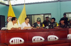 FARC-ASSINATURA ACORDOS DE POZOS ENTRE AS FARC E O GOVERNO PASTRANA