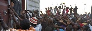 Haiti, distribuição da ajuda...
