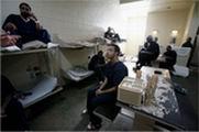 Prisioneiros amontoados nas prisões dos E.U.A.